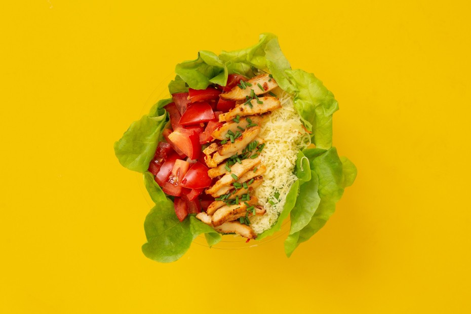 Grillezett csirkemell saláta reszelt sajttal