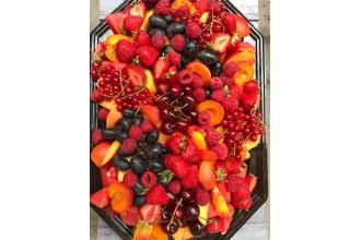 Nagy nyári elég piroska gyümölcs tál