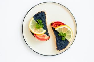 Fekete-kaviáros szendvics